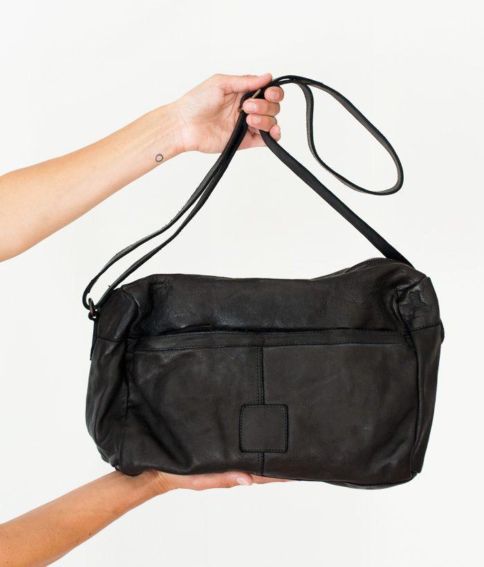 Bolso tipo bandolera color negro casual grande marca BIBA. Moda y Complementos para esta primavera verano 2018 en LAMOI