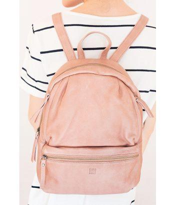 Espectacular mochila veraniega de piel con asas regulables y bolsillos interiores