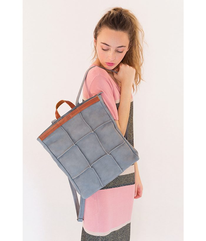 Bolso mochila azul marca BIBA. Complementos: Bolsos del Verano LAMOI