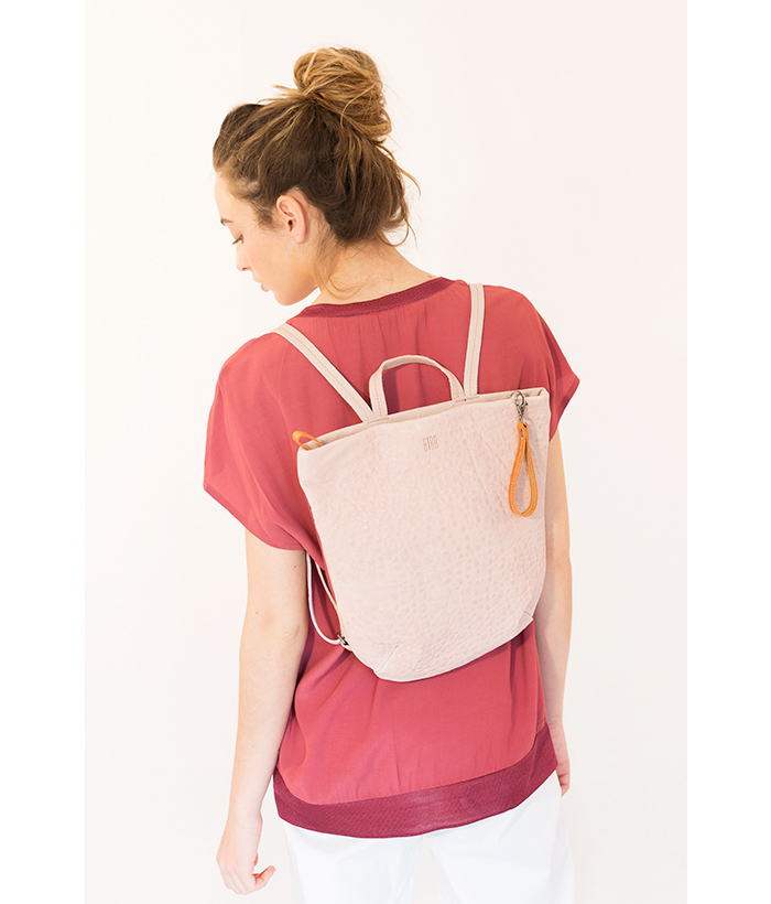 Bolso mochila rosa marca BIBA