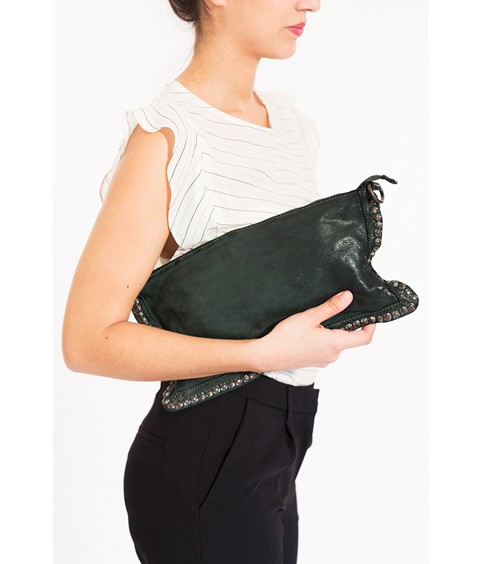 bolso con tachuelas de piel marca BIBA
