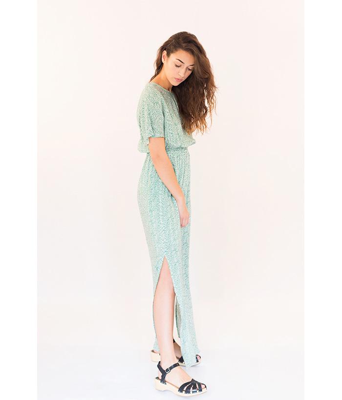 vestido largo con apertura en la espalda