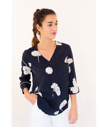Blusa con cuello en uve marca FREEQUENT. Moda Primavera Verano 2018 en LAMOI