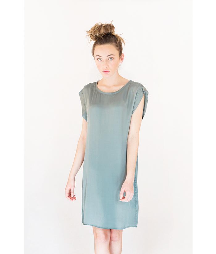 vestido sedoso de color verde