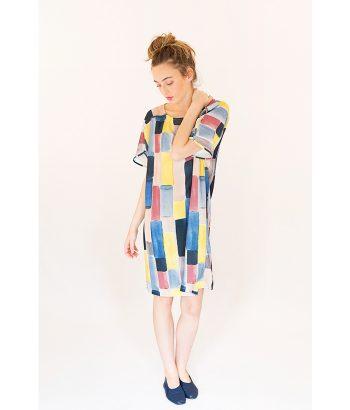 Vestido primaveral con estampado multicolor, alegre, cómodo y original