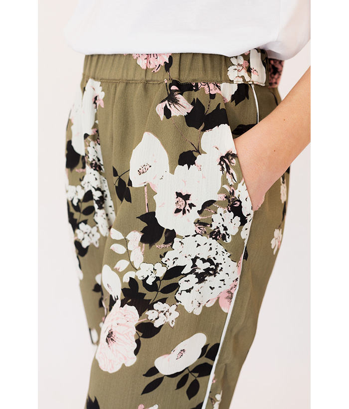 pantalones de flores verdede freequent