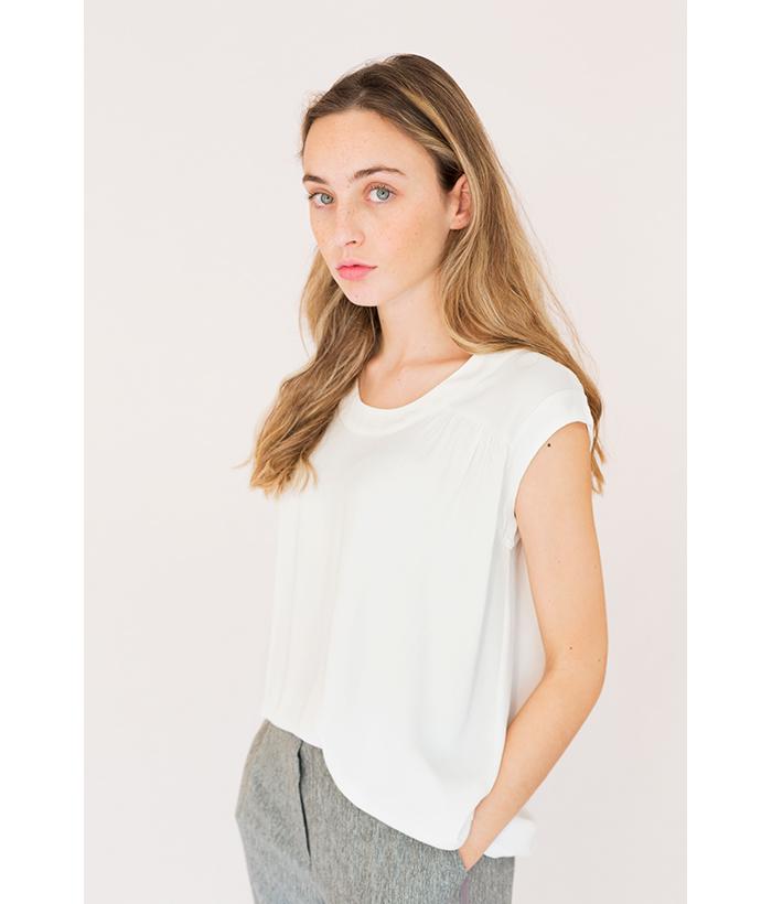 blusa blanca sin mangas