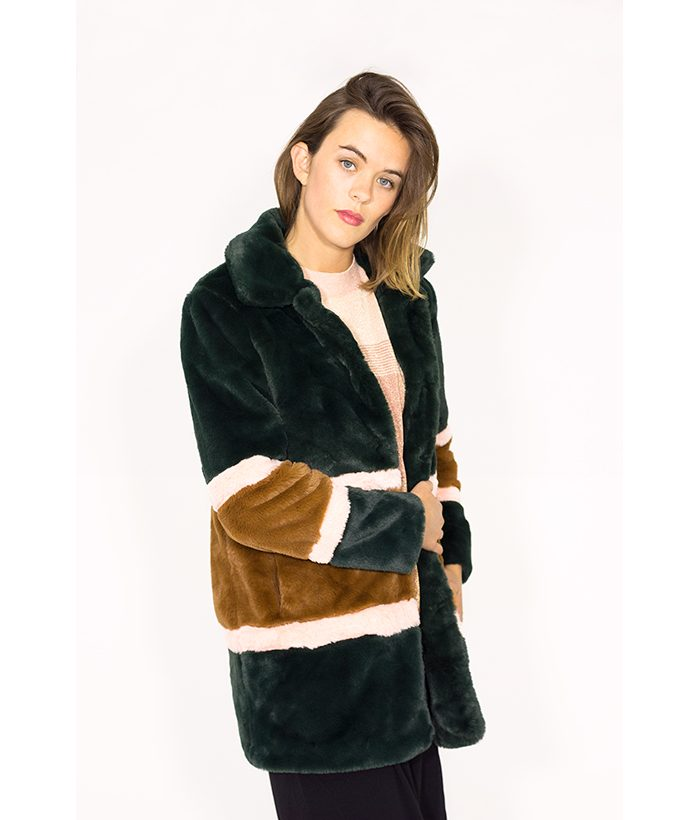 Abrigo de peluche | NÜNMPH | La elegancia de un buen abrigo en LAMOI