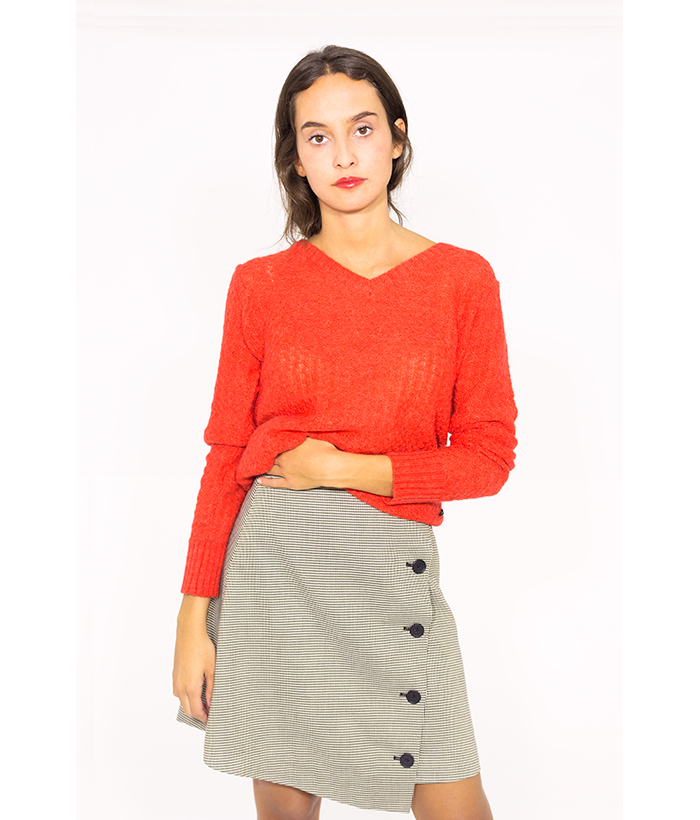Jersey rojo de cuello pico – NÜMPH – Moda otoño invierno en LAMOI