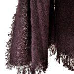 Cálida bufanda color berenjena