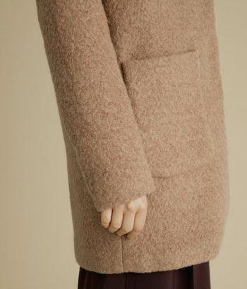 abrigo color arena de ICHI
