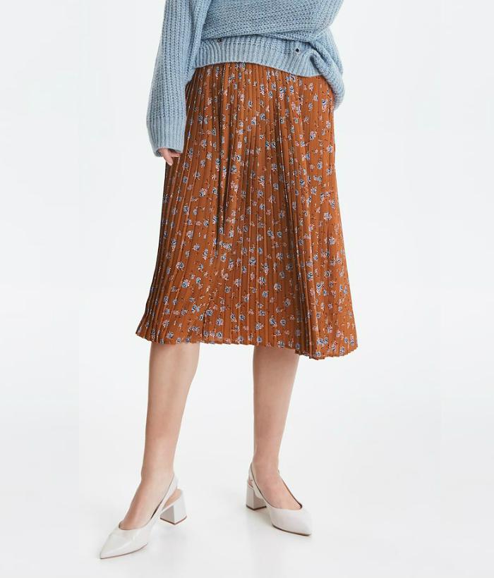 falda color teja con estampado de florecillas
