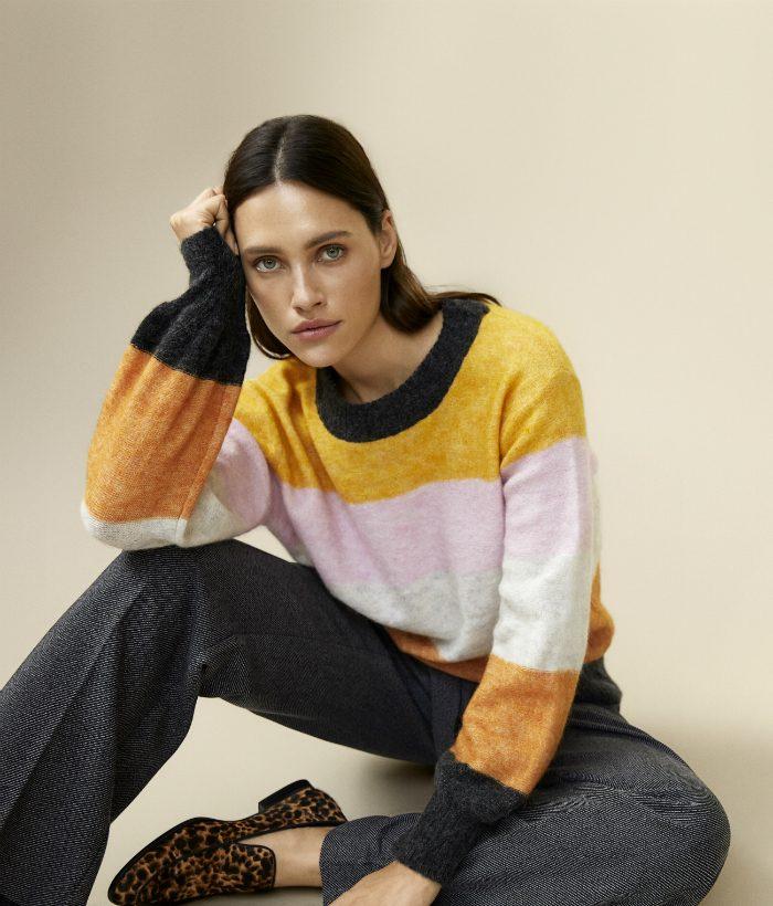 jersey de rayas y cuello redondo