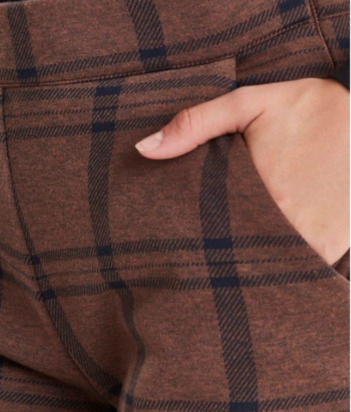 pantalón de cuadros marrones y azules