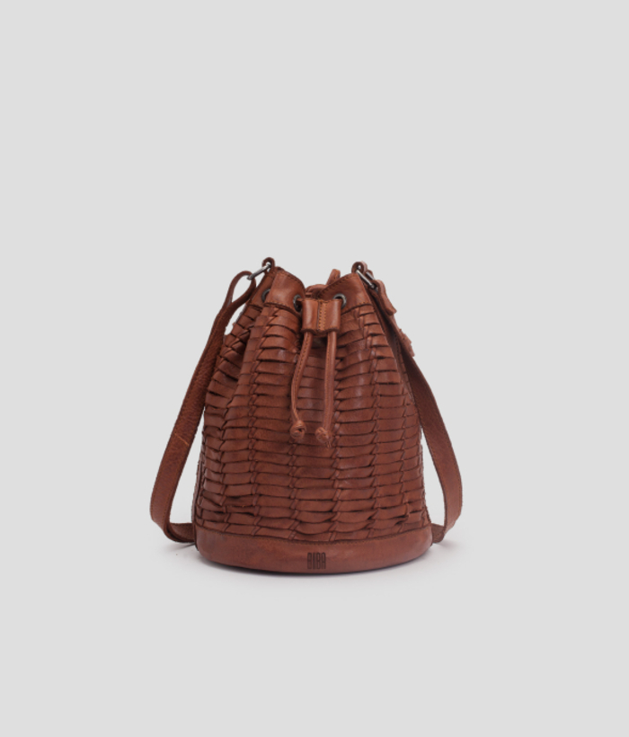 bolso trenzado marrón