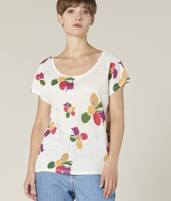 camiseta lino flores estampadas