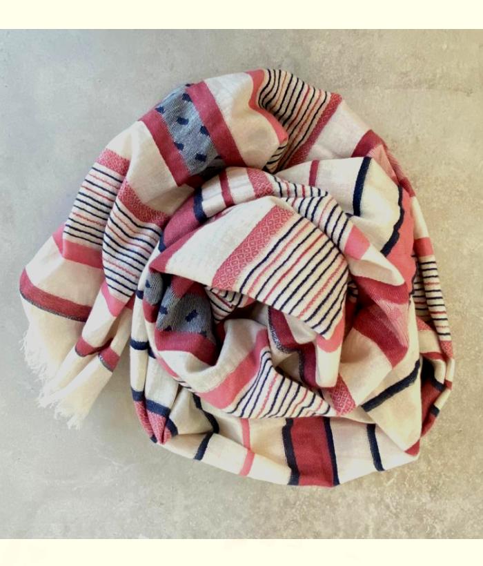 foulard de rayas y lunares