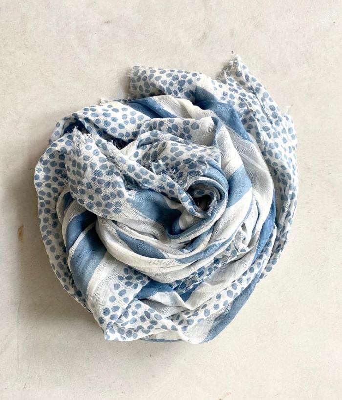 foulard azul y blanco