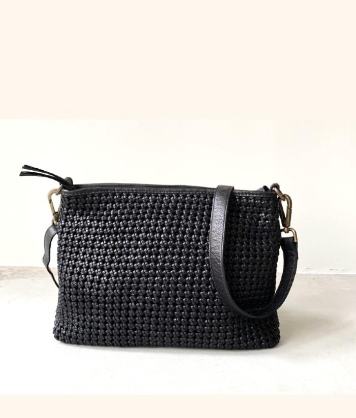 bolso negro bandolera de piel de BIBA