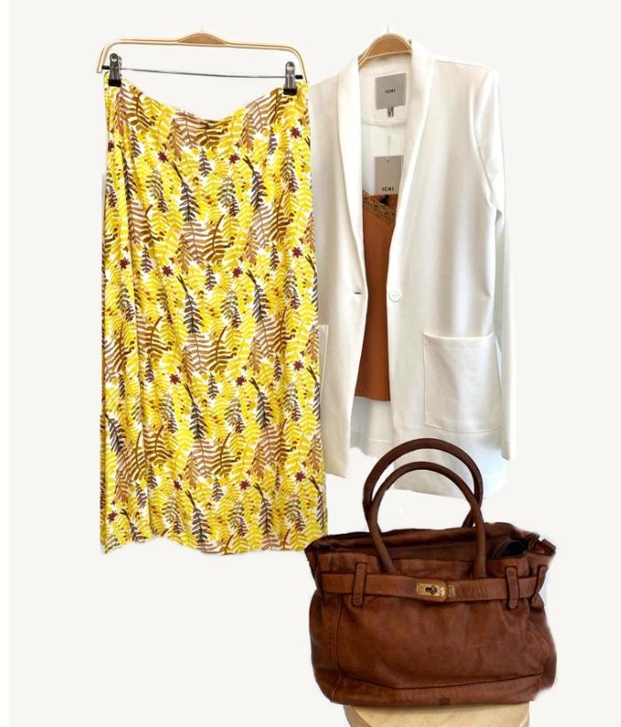 Falda amarilla con flores estampadas