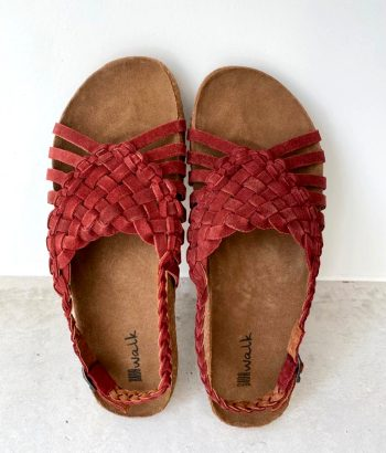 sandalias rojas de piel