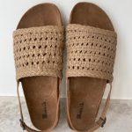 sandalias beige de piel