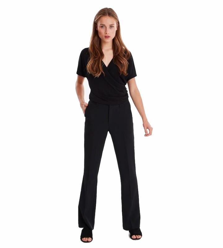 pantalón negro de pierna recta con elástico