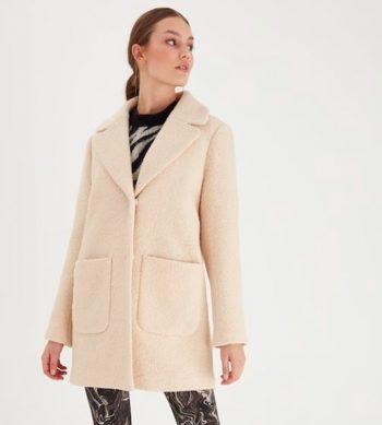abrigo de lana blanco
