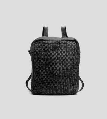 mochila negra trenzada de BIBA