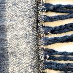 bufanda de franjas azules y grises