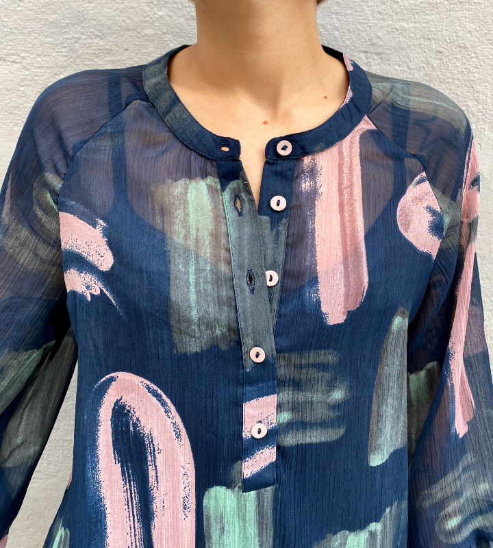Blusa azul con pinceladas de Nümph
