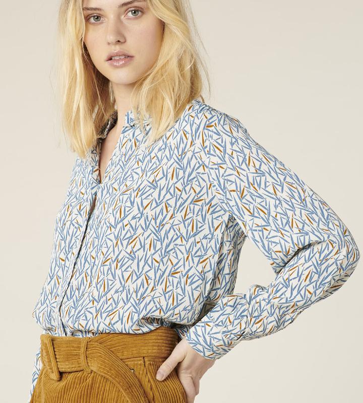 blusa azul con pinceladas (6)
