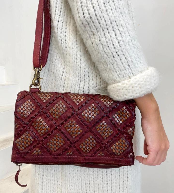 bolso rojo con tachuelas (1)