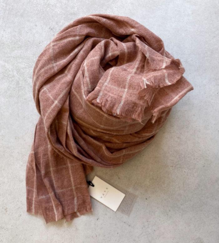 bufanda rosa de cuadros de YAYA