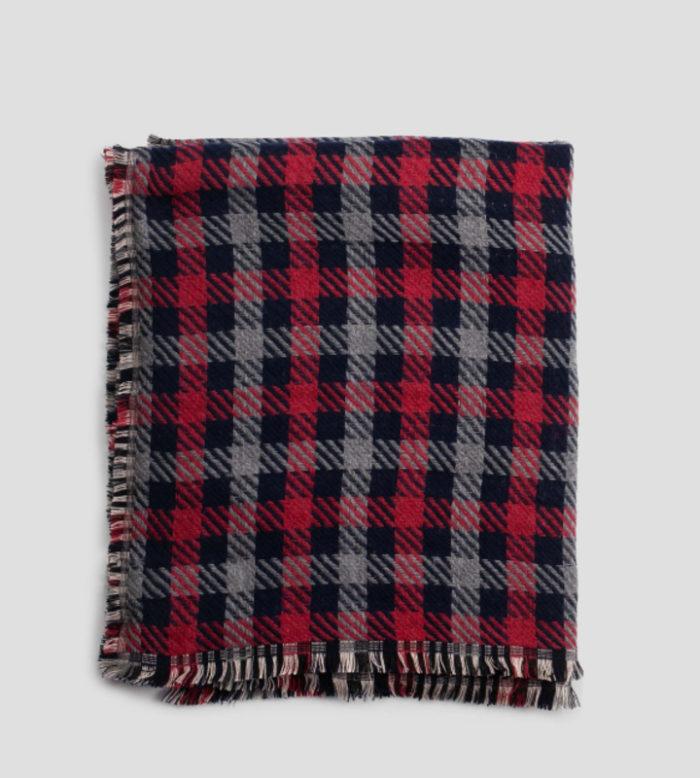 bufandas tartán azul y rojo