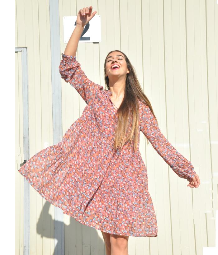 vestido de flores con vuelo