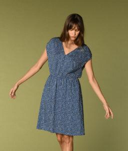 vestido azul de lunares