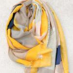 Foulard de colores amarillos primaverales