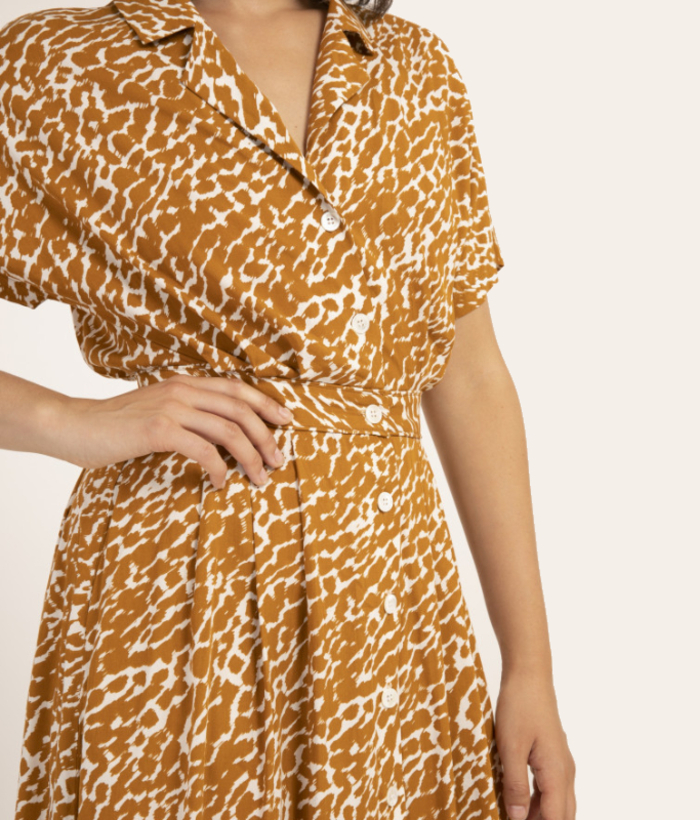 Vestido largo estampado print color camel de FRNCH