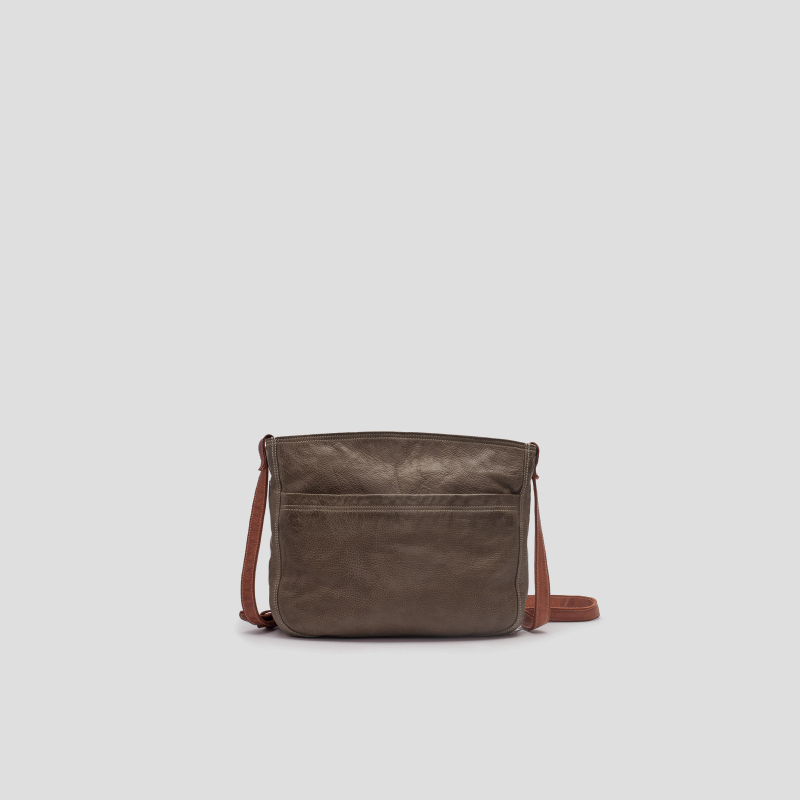 El bolso de piel bandolera color verde