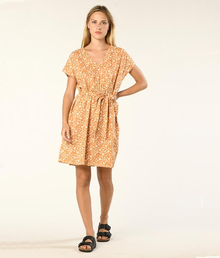 vestido corto de flores camel