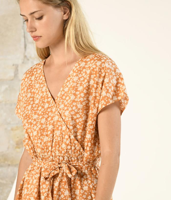 vestido corto camel de flores