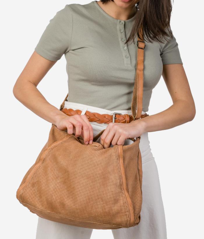 bolso piel troquelado color cuero de BIBA