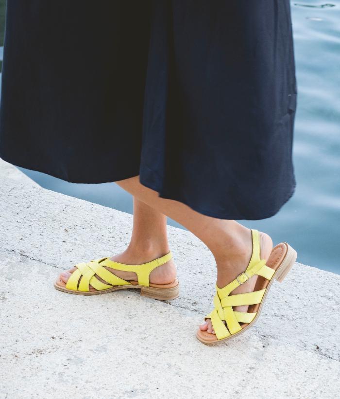 sandalias de piel amarillas