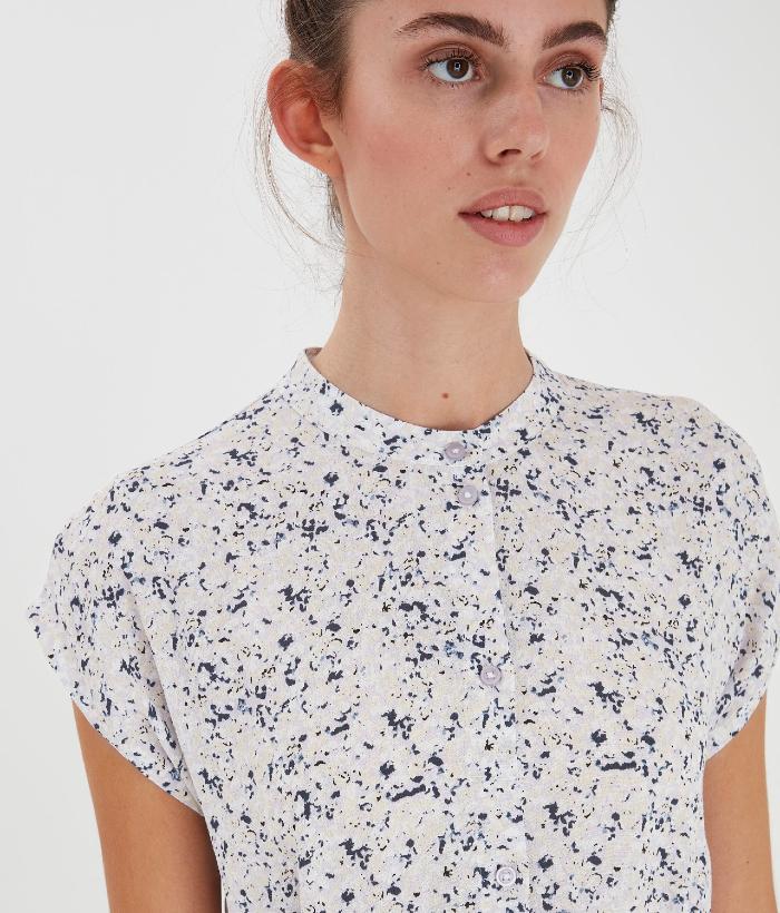 vestido de flores lilas