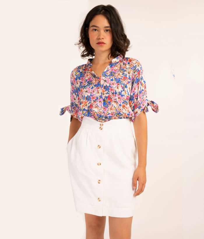 blusa de flores de manga corta
