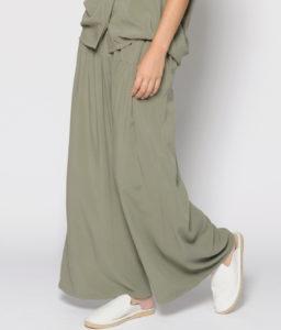 pantalón verde kaki con goma