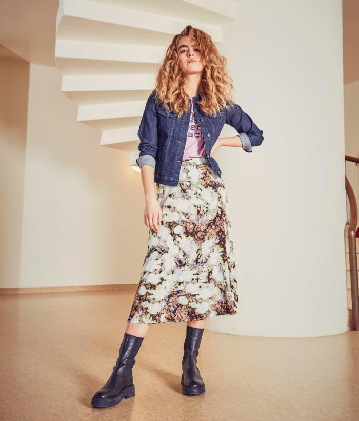 falda larga de manchas y flores