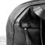 mochila de piel negra trenzada de BIBA